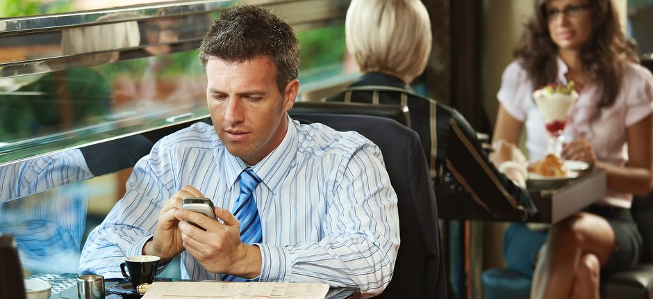business-man-texting-at-lunch